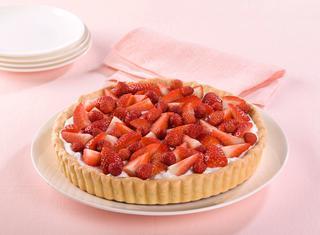 Ricetta Crostata con fragole e panna montata