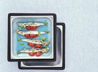 Acciughe al forno con pomodorini e olive