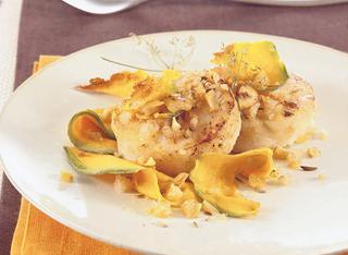 Medaglioni di pesce, castagne e chips di zucca