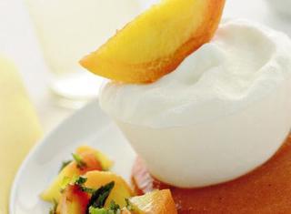 Ricetta Semifreddo allo yogurt con pesche