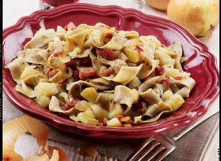 Tagliatelle con patate e pancetta