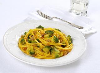Pasta in giallo con i broccoli