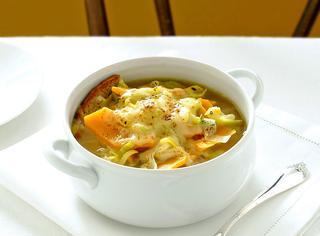 Zuppa gratinata con porri e zucca