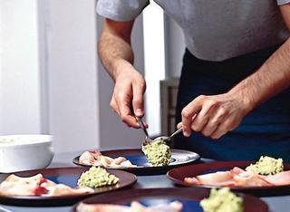 Ricetta Pesce affumicato con salsa di avocado