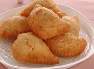 Panzerotti fritti con ripieno di patate