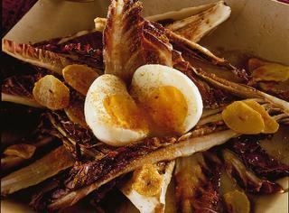 Radicchio alla griglia con le uova