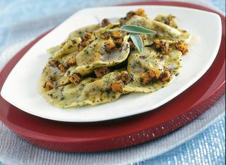 Ricetta Mezzelune con zucca e noci ai semi di papavero