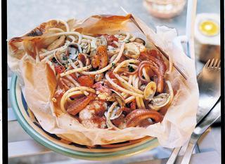 Spaghetti al cartoccio con sugo piccante