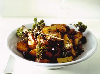 Coniglio con patate e olive