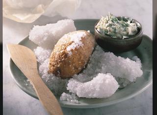 Patate al forno in crosta di sale