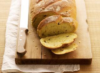 Pane alle olive e zafferano