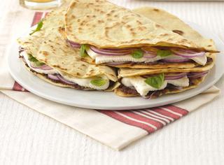 Ricetta Piadine con paté di olive e primosale