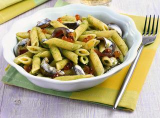 Alici con pasta e salsa verde
