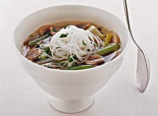 Ricetta Zuppa di funghi e vermicelli cinesi