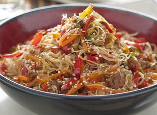 Ricetta Noodles con maiale e verdure