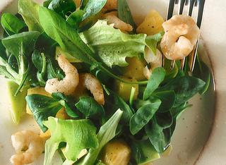 Insalata con gamberi e avocado