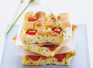 Ricetta Focaccia pugliese ai pomodorini