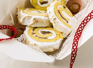 Rotolo di pasta biscotto alla cannella e meringa