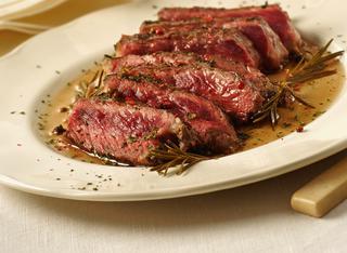 Ricette tagliata al rosmarino le ricette di giallozafferano for Cucinare tagliata