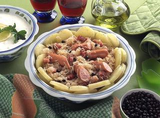 Insalata di wurstel, patate e crauti