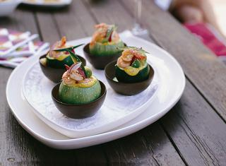 Zucchine con insalata di gamberi e avocado
