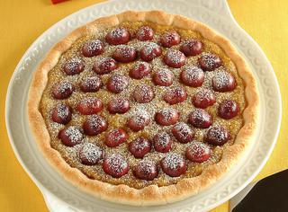 Crostata di ciliegie alla crema di mandorle dolci