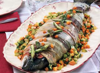 Salmone al forno con verdure miste