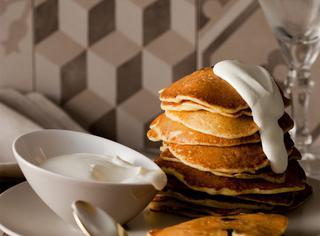 Pancakes alle cipolle e prugne secche