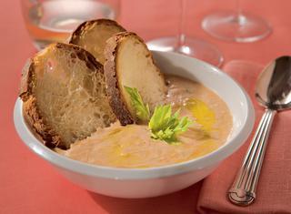 Zuppa di fagioli sul pane
