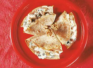 Crepes di grano saraceno con noci e roquefort
