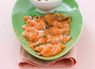 Carpaccio di salmone marinato all'aneto