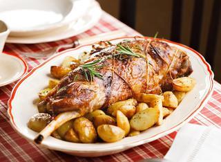 Ricetta Cosciotto al forno con patate novelle