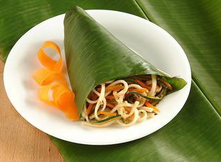 Noodles di riso con verdure al sesamo