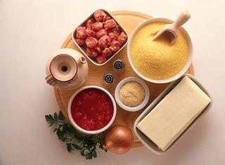 Nidi di polenta con salsiccia