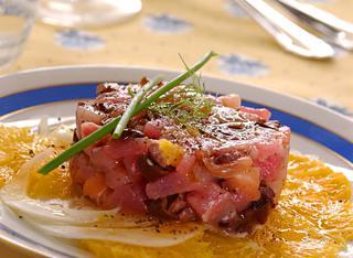 Tartare di pesce con arance e olive