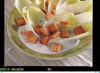 Ricetta Insalata belga con crostini e crema di formaggio