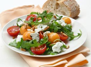 Ricetta Insalata di rucola, pomodorini e feta
