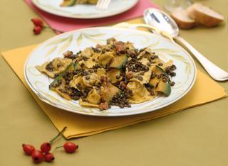 Ricetta Ravioli di zucca con lenticchie e pancetta