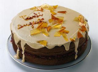 Torta di compleanno al caramello
