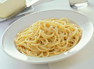Spaghetti con cacio e uova
