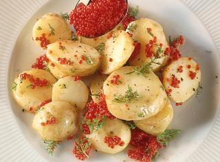 Insalata di patate con uova di lompo