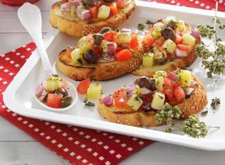 Ricetta Bruschette con insalata pantesca