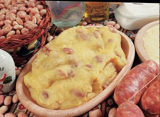 Polenta con fagioli e salsiccia