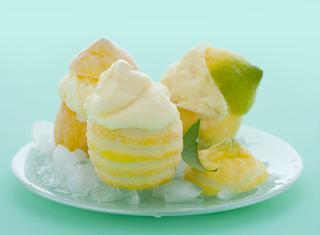 Gelato in coppette di limone