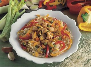 Spaghetti di riso con peperoni