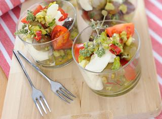 Bicchierini con olive e burrata
