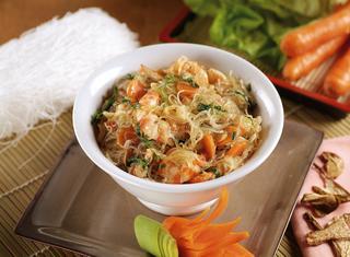 Spaghetti di soia con funghi e gamberi