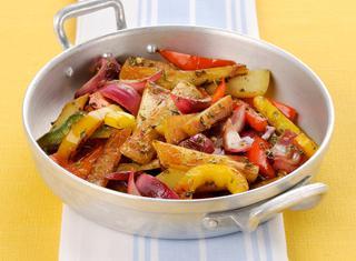 Ricetta Patate e peperoni in padella all'origano