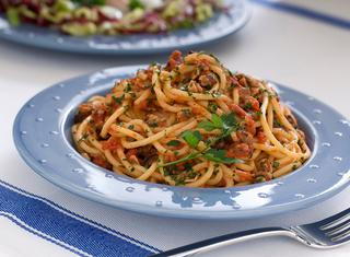 Ricetta Spaghetti al ragù di vongole