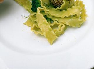 Mafaldine con broccoletti e tartufi di mare